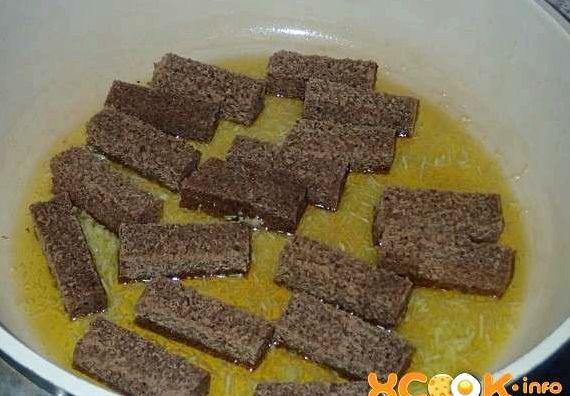 Гренки из черного хлеба с чесноком в духовке рецепт с фото