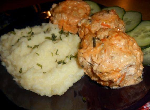 Ёжики из фарша с рисом с подливкой в духовке рецепт с фото