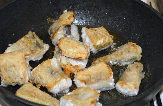 Как пожарить минтай на сковороде рецепт с фото
