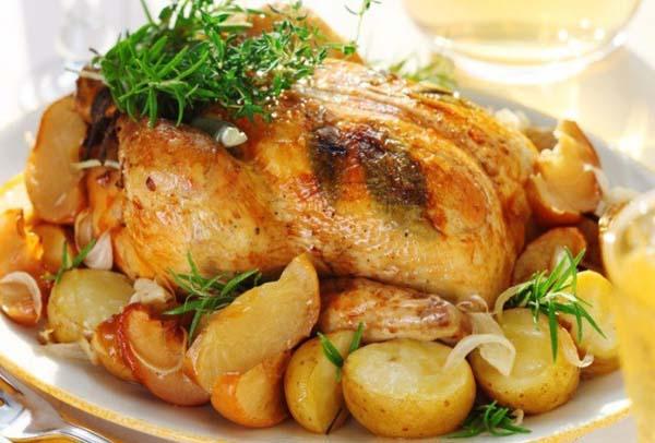 Курица запеченная с картошкой в соусе