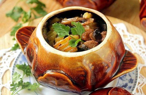 Мясо в горшочке с картошкой в духовке рецепт с фото
