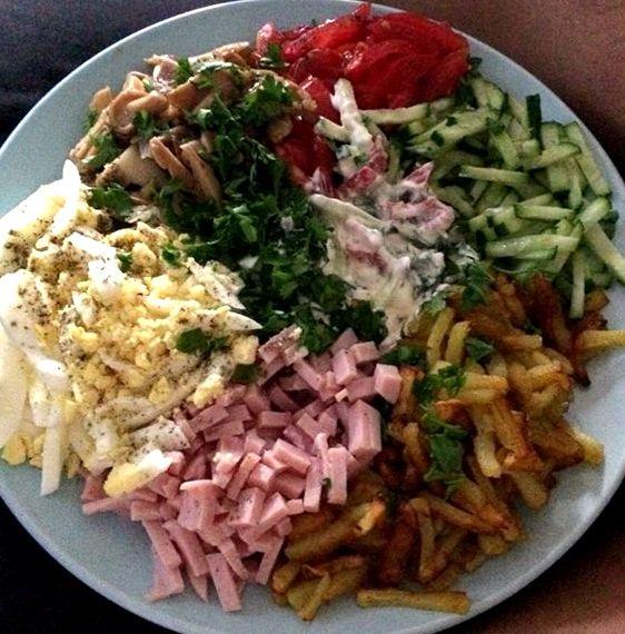 Способы приготовления блюда с курицей, ветчиной, говяжьим языком, грибами и фасолью.