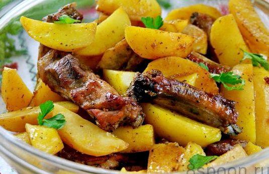 Ребрышки свиные в духовке с картошкой рецепт