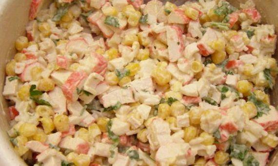 Рецепт салата с консервированной кукурузой