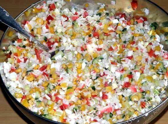 Салат из крабового мяса с кукурузой рецепт с фото очень вкусный