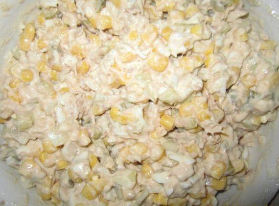 Салат из тунца консервированного рецепт с кукурузой
