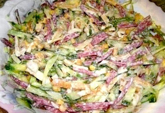 Салат обжорка с фасолью и копченой колбасой рецепт с фото
