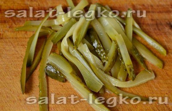 Салат с печенью и солёными огурцами рецепт